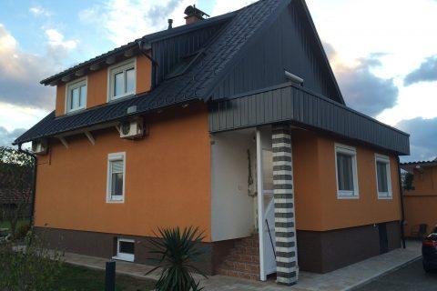 Hiša – temnosiva